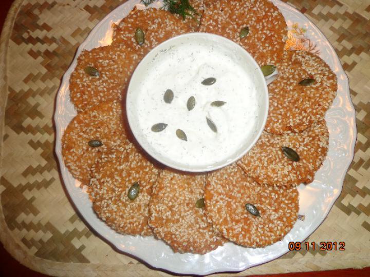 Szezámos rántott sütőtök kapros tejföllel elkészítés 2. lépés képe
