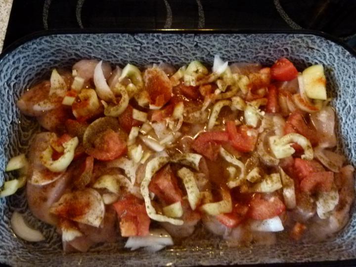 Borsócsírás csirkés saláta elkészítés 2. lépés képe