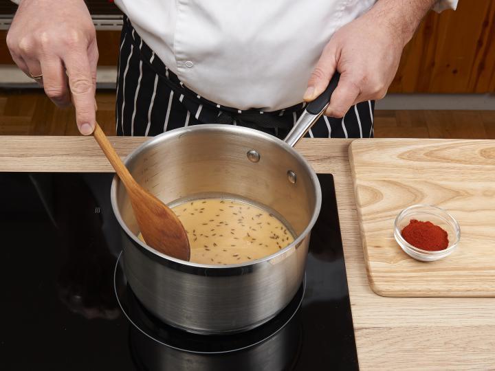 Rántott leves pirított kenyérkockával, tojásleves elkészítés 1. lépés képe