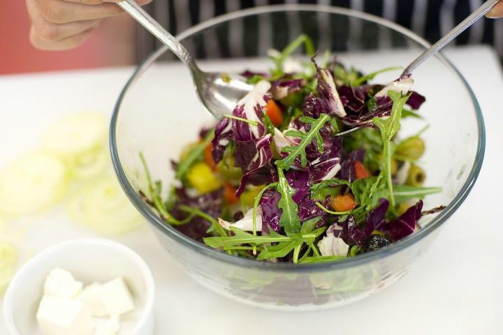 Görög saláta másképp elkészítés 3. lépés képe