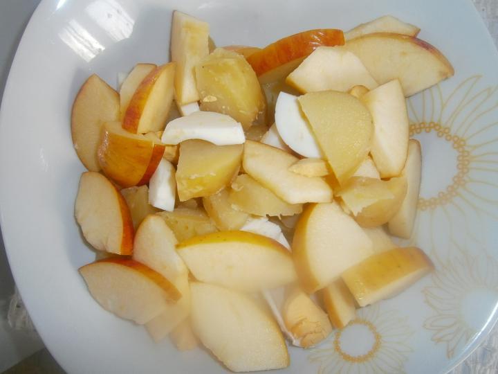 Erdélyi krumplisaláta Gaálné módra elkészítés 2. lépés képe