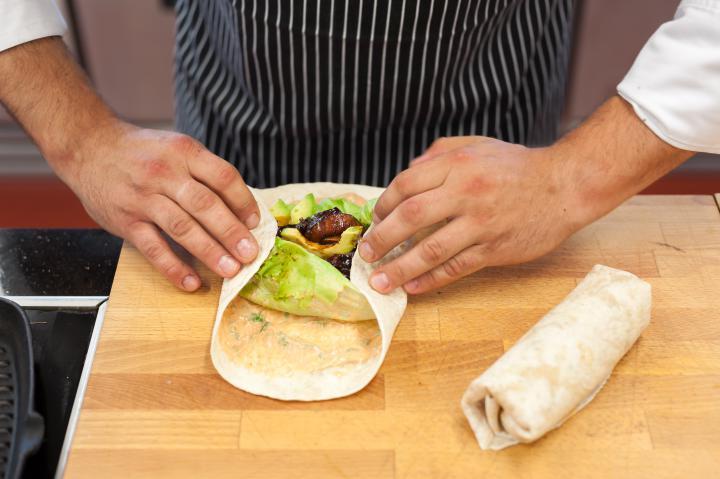 Tortilla pácolt lazaccal elkészítés 4. lépés képe