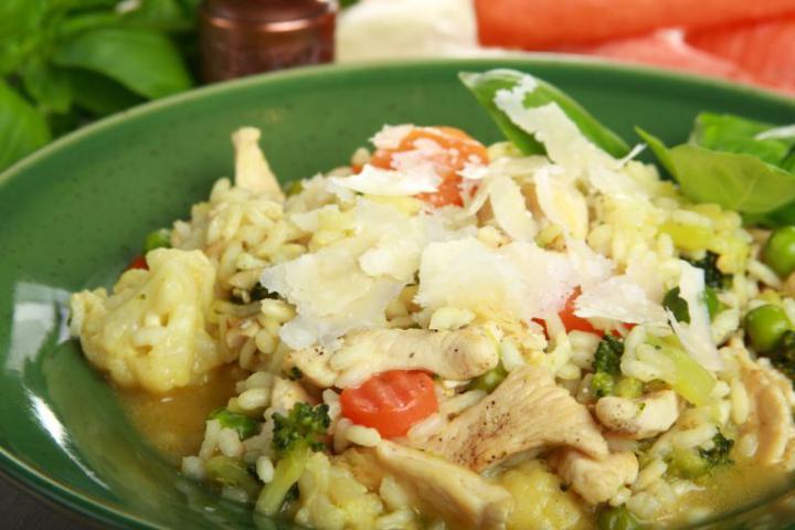 Csirkehúsos zöldséges rizottó elkészítés 5. lépés képe