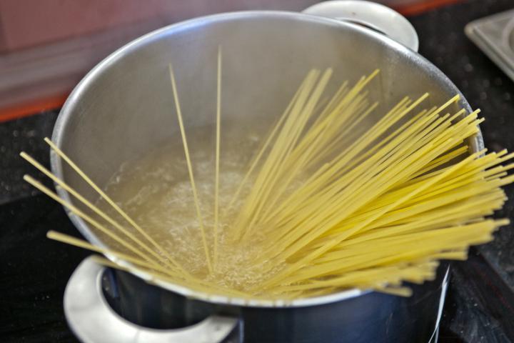 Tonhalas spagetti elkészítés 1. lépés képe