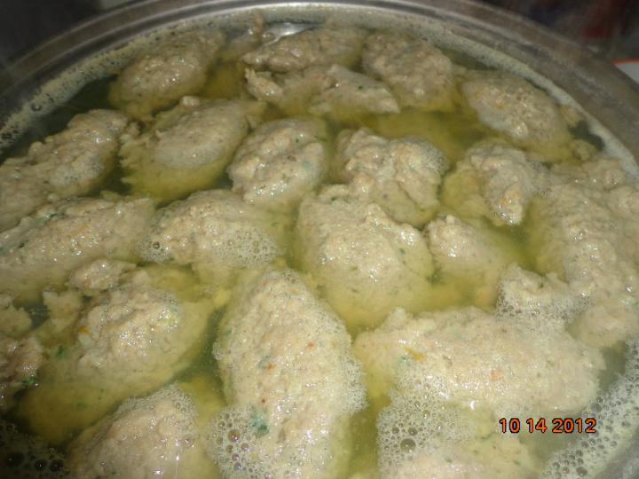 Háromhúsos leves házi májgombóccal elkészítés 5. lépés képe