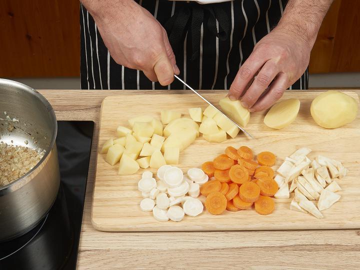 Krumplileves elkészítés 1. lépés képe