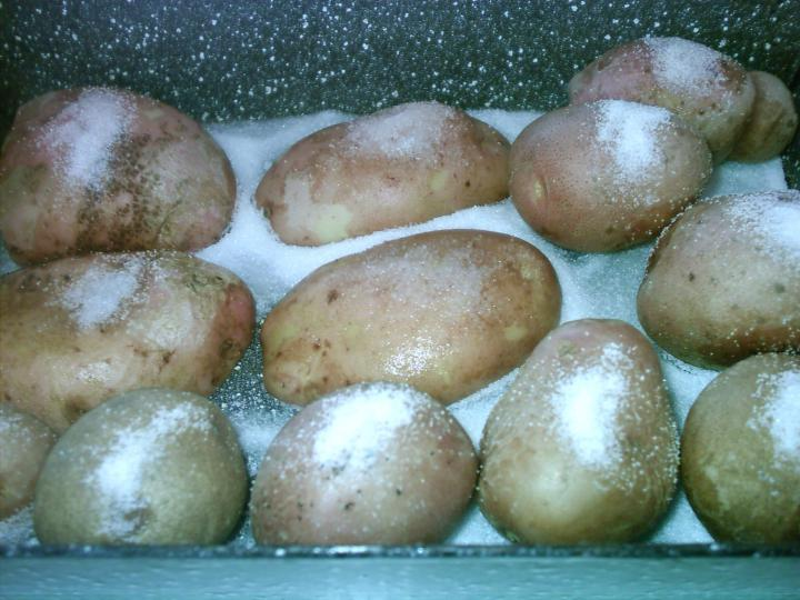 Kacsasült sóágyon sült burgonyával elkészítés 5. lépés képe