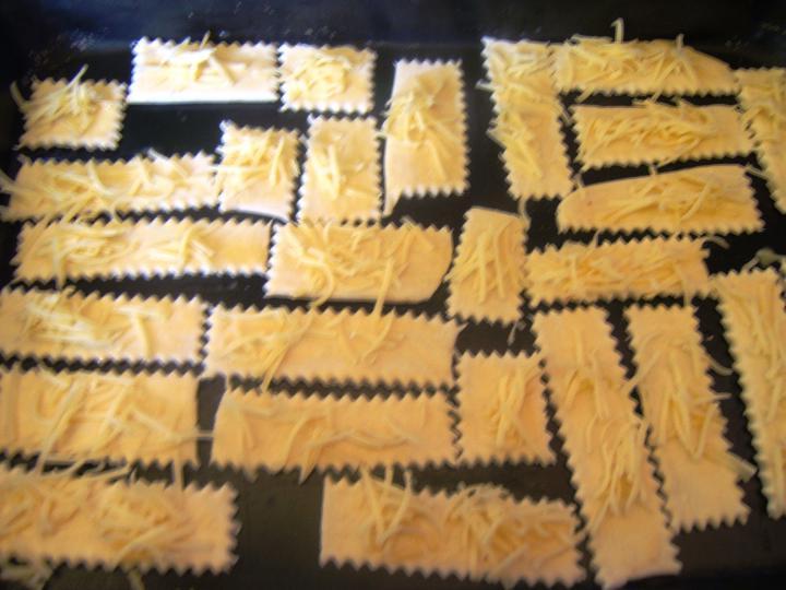Tejszínes hagymaleves sajtos falatokkal elkészítés 6. lépés képe