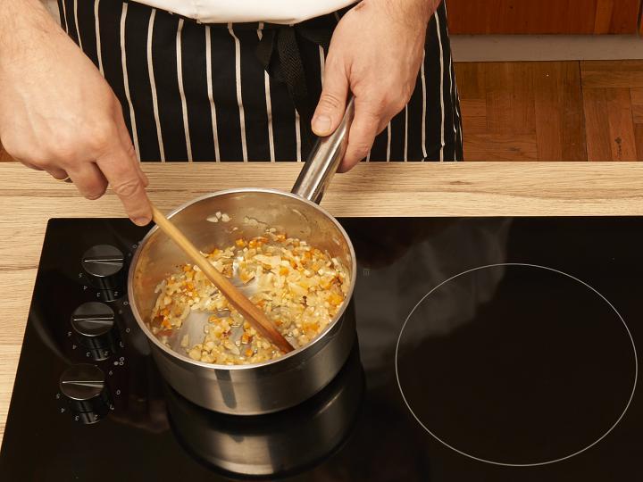 Klasszikus bolognai spagetti elkészítés 1. lépés képe