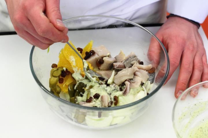 Matias saláta elkészítés 5. lépés képe