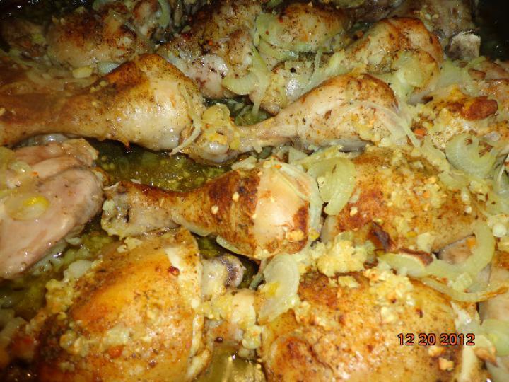 Tripla fűszeres hagymával sült csirke combok elkészítés 2. lépés képe
