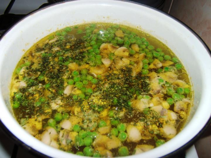 Tárkonyos csirkeragu leves elkészítés 2. lépés képe