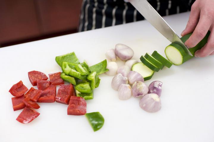 Csirkés-zöldséges nyársak elkészítés 2. lépés képe