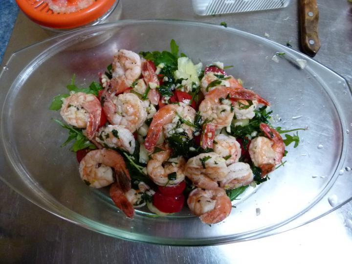 Ruccolás tigrisrák saláta elkészítés 3. lépés képe