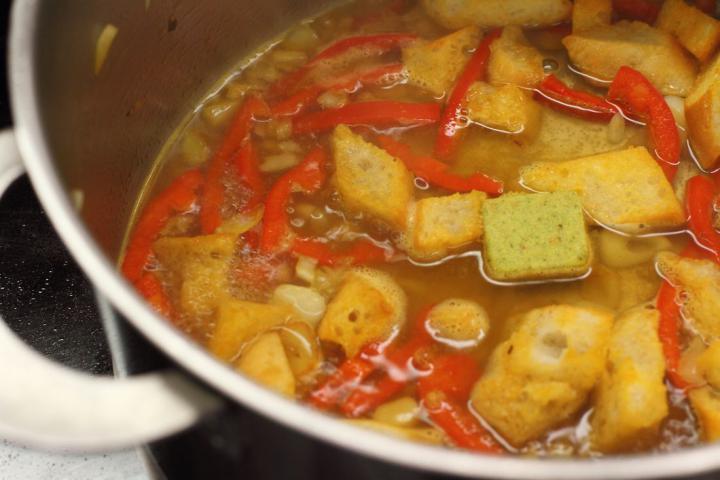 Spanyol fokhagymás leves, fokhagymás pirítóssal elkészítés 3. lépés képe