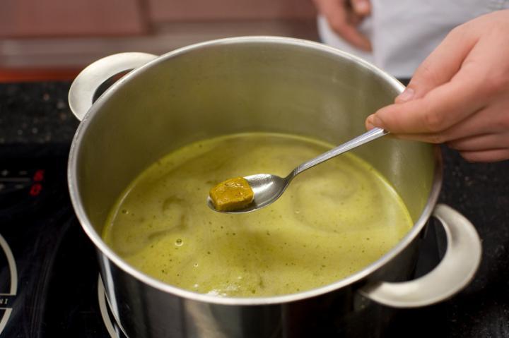 Sajtos sóska leves elkészítés 1. lépés képe