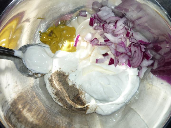 Majonézes krumplisaláta elkészítés 2. lépés képe
