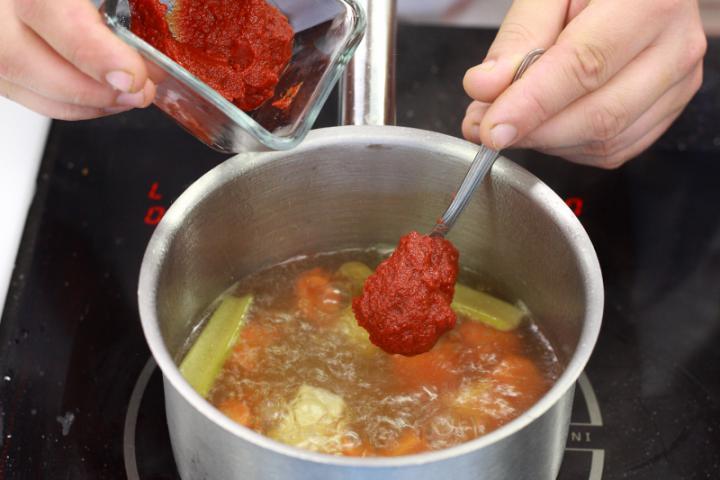 Paradicsom krémleves tésztával elkészítés 3. lépés képe