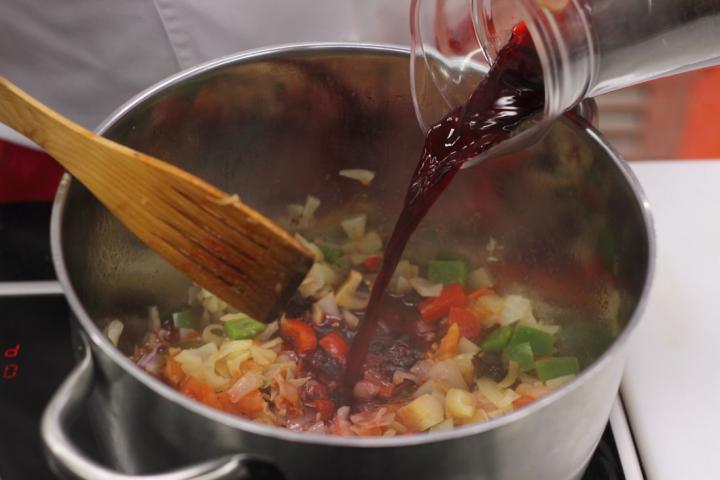 Vegetáriánus bigos elkészítés 6. lépés képe