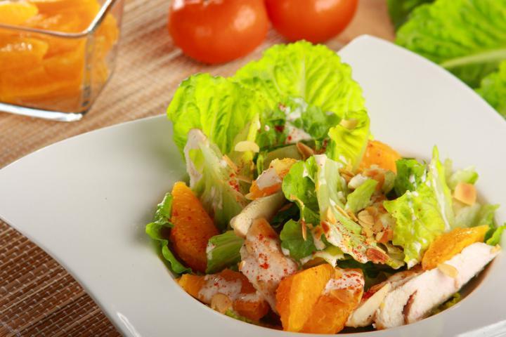 Saláta csirkével és mandarinnal elkészítés 1. lépés képe