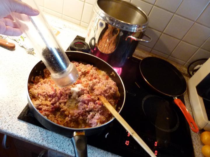 Bolognai húsos rakott spagetti elkészítés 4. lépés képe
