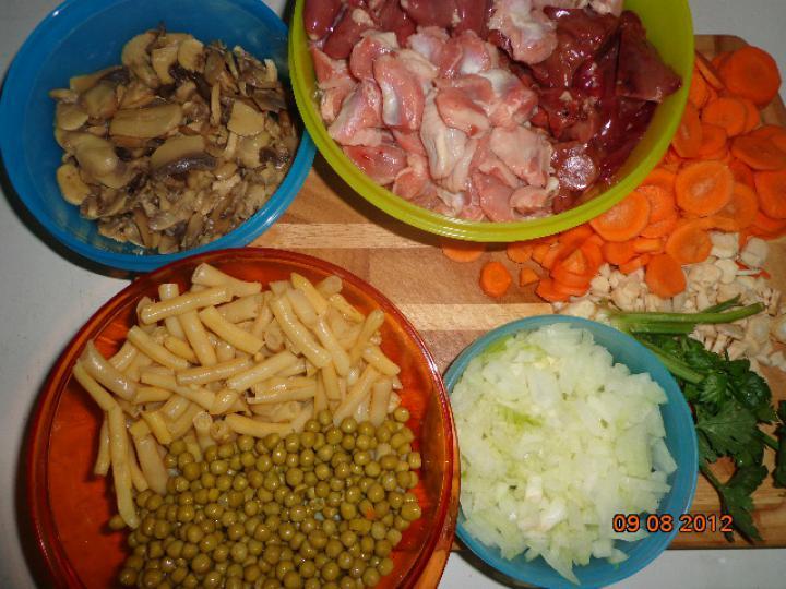Tavaszi tárkonyos csirkeaprólék leves elkészítés 1. lépés képe