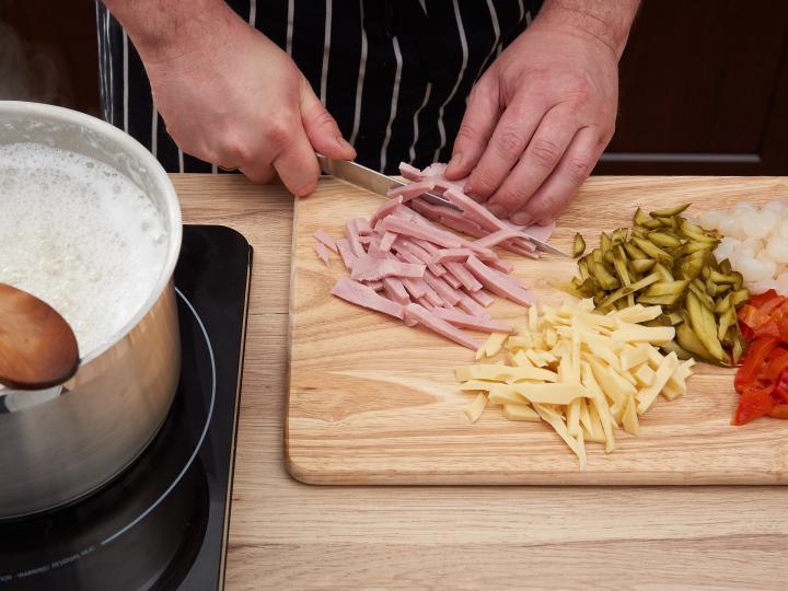 Majonézes tésztasaláta elkészítés 2. lépés képe