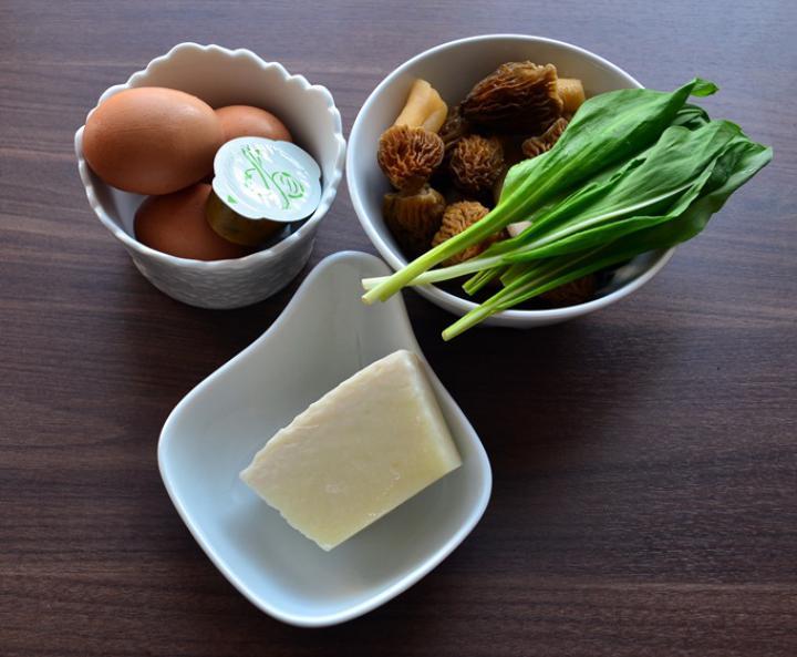 Medvehagymás omlett kucsmagombával elkészítés 1. lépés képe