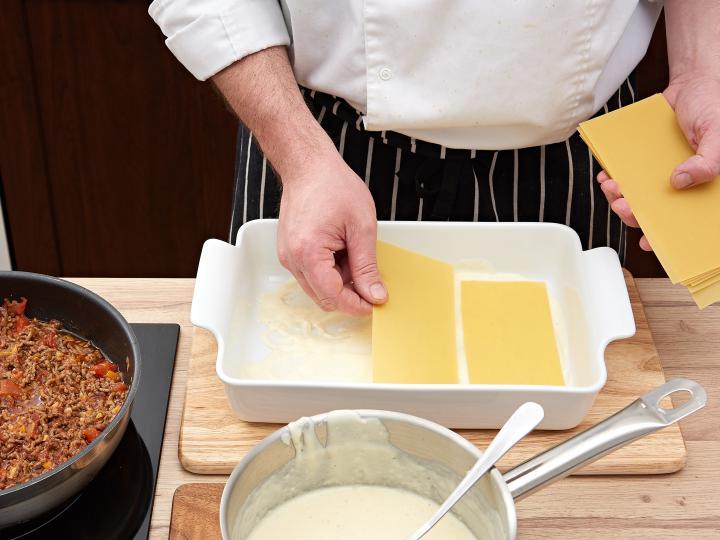 Klasszikus lasagne elkészítés 7. lépés képe