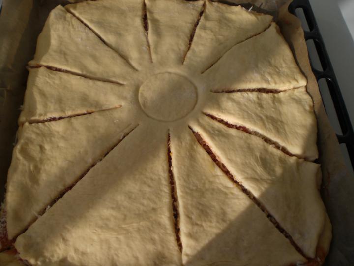 Napraforgó pizza elkészítés 3. lépés képe