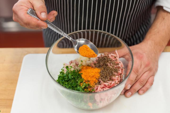 Szaftos pulyka sajtburger elkészítés 2. lépés képe