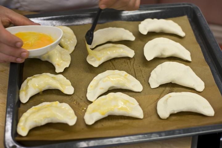 Empanada (spanyol húsos táska) elkészítés 6. lépés képe