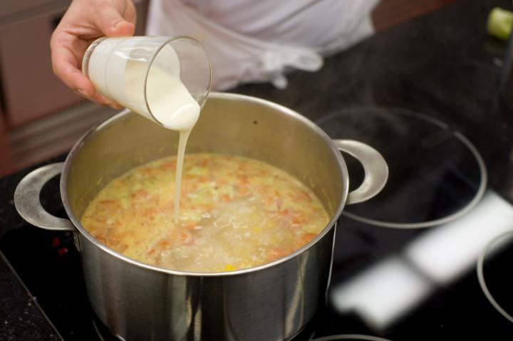Zöldséges-kukoricás leves curryvel elkészítés 5. lépés képe