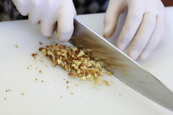 Petrezselymes-diós spagetti elkészítés 1. lépés képe