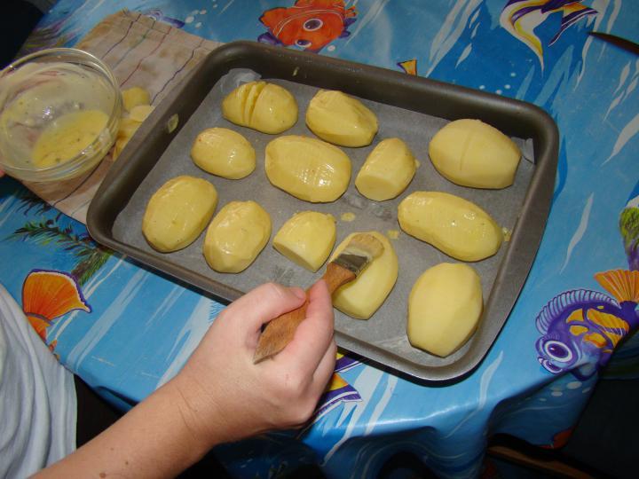 Rántott csirke, fűszeres sült burgonya sütőben sütve elkészítés 4. lépés képe