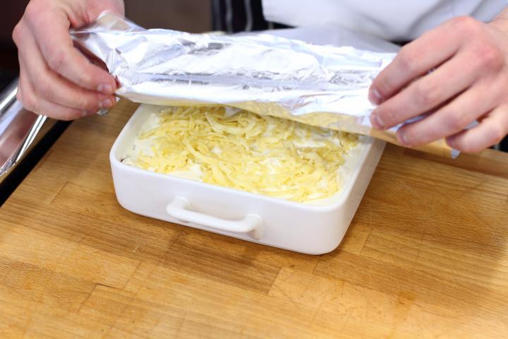 Klasszikus húsos lasagne elkészítés 3. lépés képe