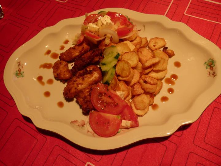 Omlós csirkefalatok rósejbnivel, vitaminsalátával elkészítés 3. lépés képe
