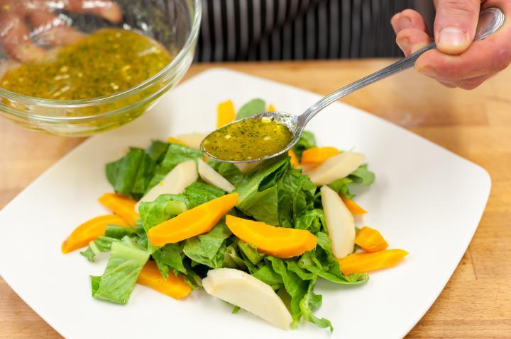 Saláta párolt zöldségekkel és tonhallal elkészítés 3. lépés képe
