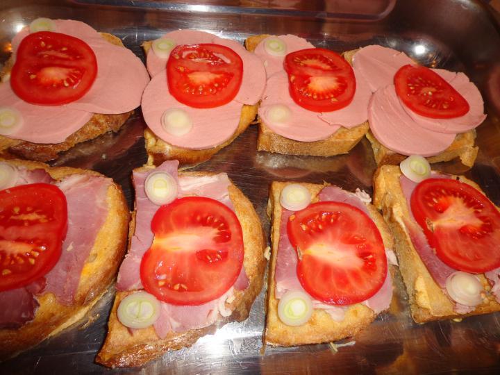 Bundás kenyér gazdagon elkészítés 2. lépés képe