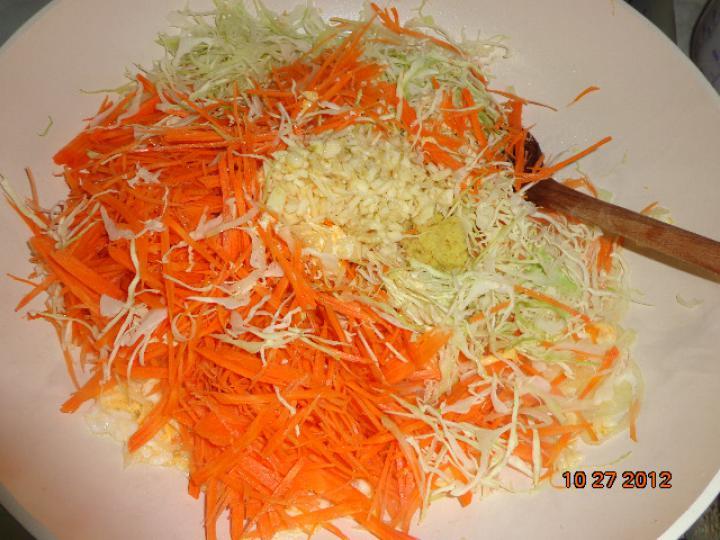 Thai tészta zöldségekkel és csirkehússal elkészítés 2. lépés képe