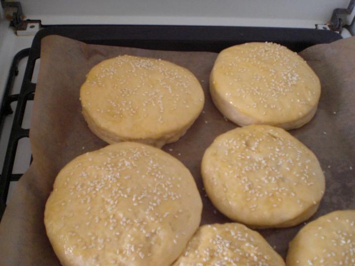 Hamburger zsemle elkészítés 1. lépés képe