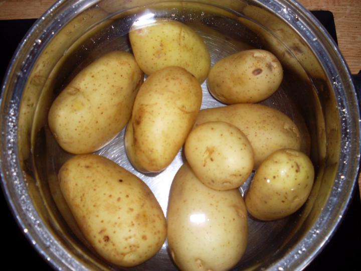 Német joghurtos burgonyasaláta elkészítés 1. lépés képe