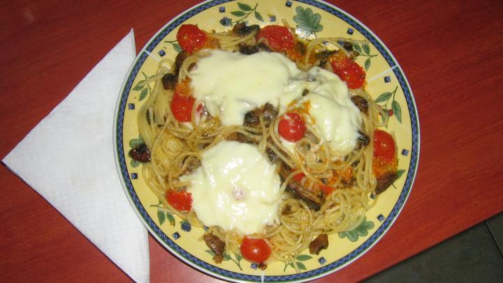 Gombás spagetti-Macihagyma módra elkészítés 1. lépés képe