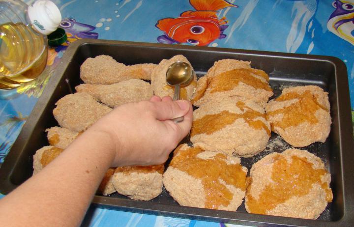 Rántott csirke, fűszeres sült burgonya sütőben sütve elkészítés 2. lépés képe
