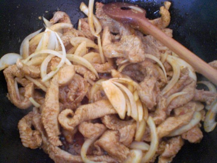 Sült hússal töltött fánk elkészítés 7. lépés képe