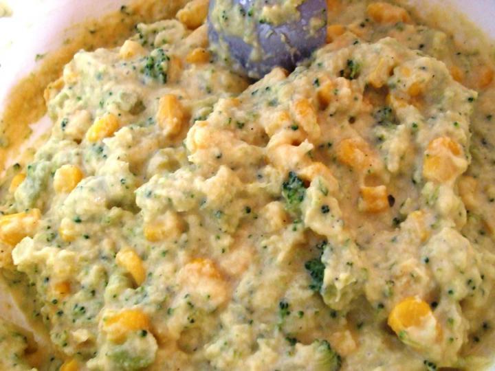 Brokkolis kukoricalepénykék elkészítés 3. lépés képe