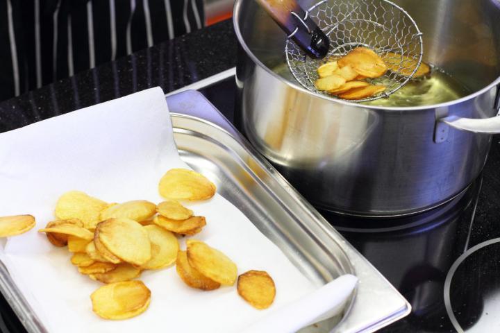 Natúr chips elkészítés 2. lépés képe