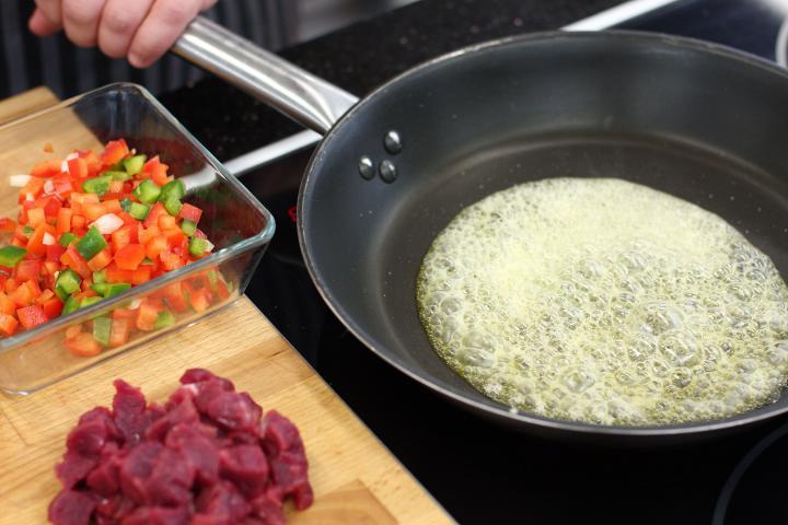 Mexikói marhahúsos krokett elkészítés 2. lépés képe