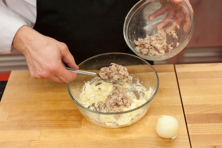 Füstölt makrélakrémes mini szendvicsek elkészítés 2. lépés képe