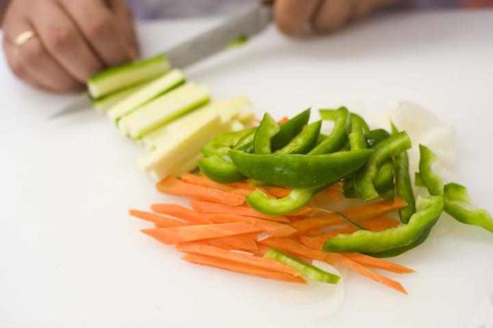 Marhahús gyömbérrel és zöldségekkel elkészítés 2. lépés képe